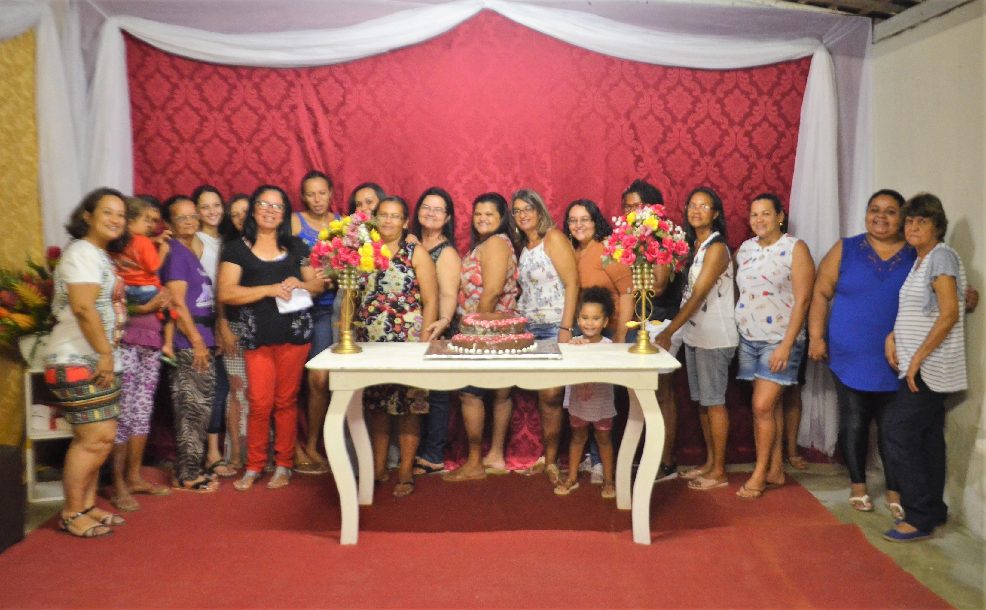Associação de Moradores da Nova Palmares, celebra o mês das mães com várias atividades.