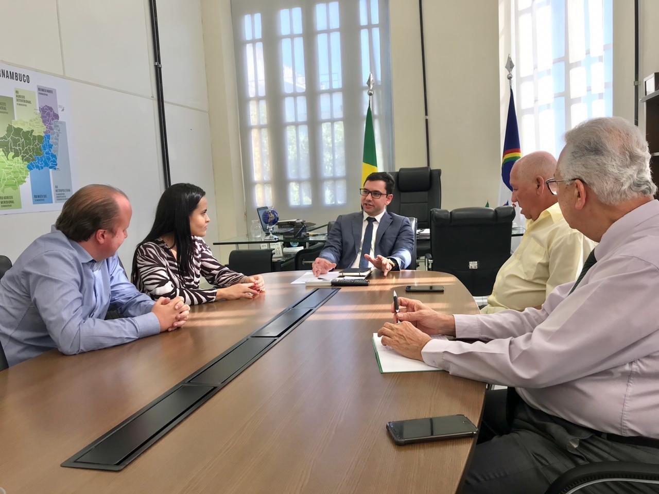 Vereadora Millena Melo cumpre agenda na Secretaria Estadual de Trabalho, Emprego e Qualificação de Pernambuco.