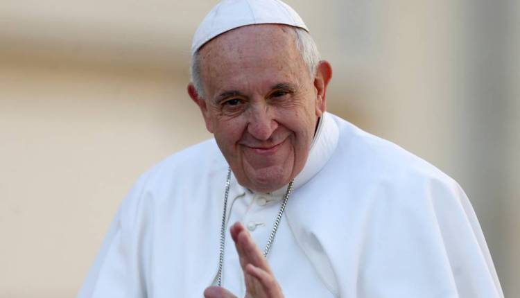 No Vaticano, Papa Francisco recebe vacina contra a Covid-19