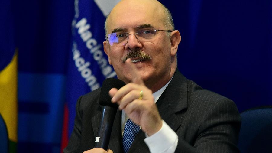 """MEC culpa medo da covid-19 e """"mídia contra"""" por abstenção de 51,5% no Enem."""