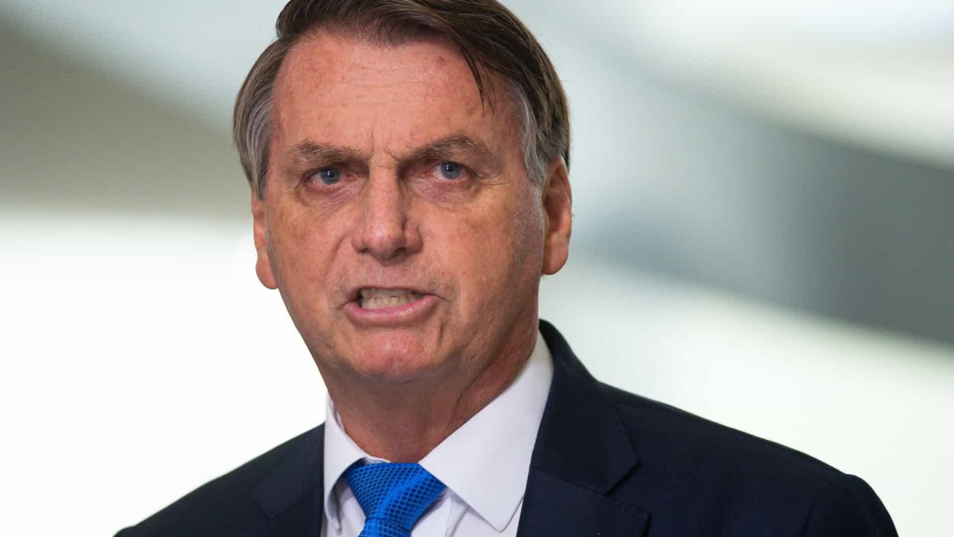Coronavírus 'matou o mosquito da dengue', ironiza Bolsonaro
