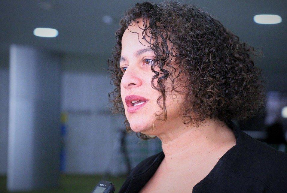 """Luciana Santos: aprovação do """"fura-fila"""" é um crime contra o povo"""