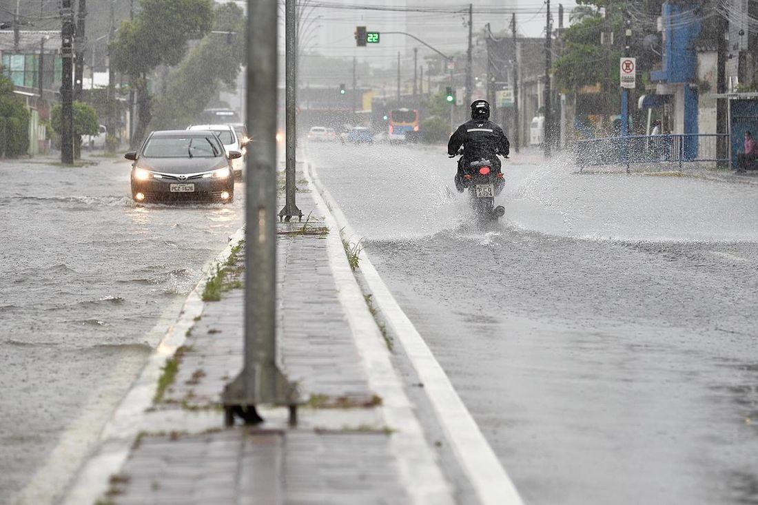 Apac intensifica alerta de temporal para regiões de Pernambuco; chuva deve seguir até sexta