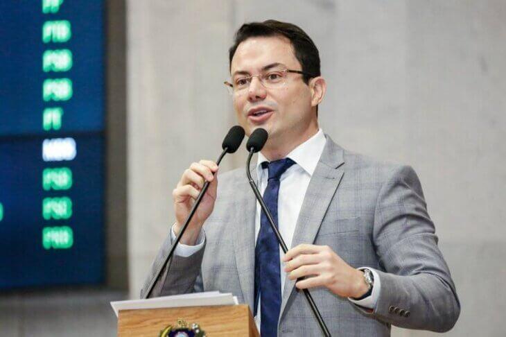 Clodoaldo Magalhães vai disputar vaga de deputado federal