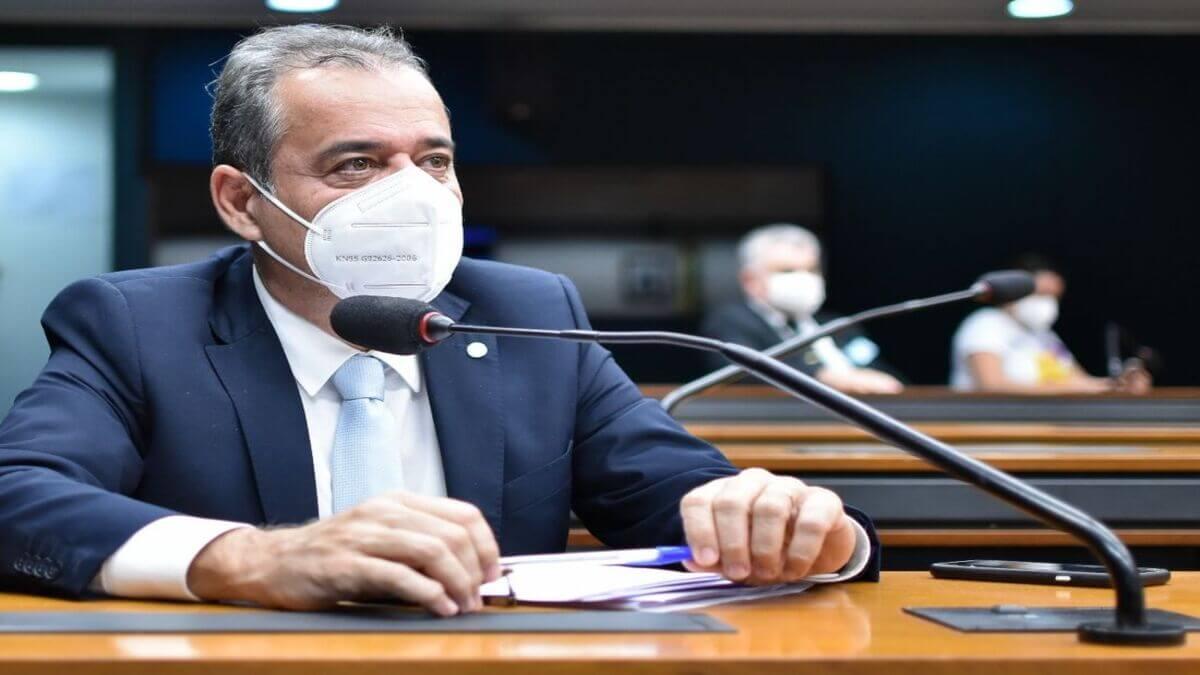 Danilo Cabral apresenta emenda para garantir o pagamento dos precatórios do Fundef aos professores