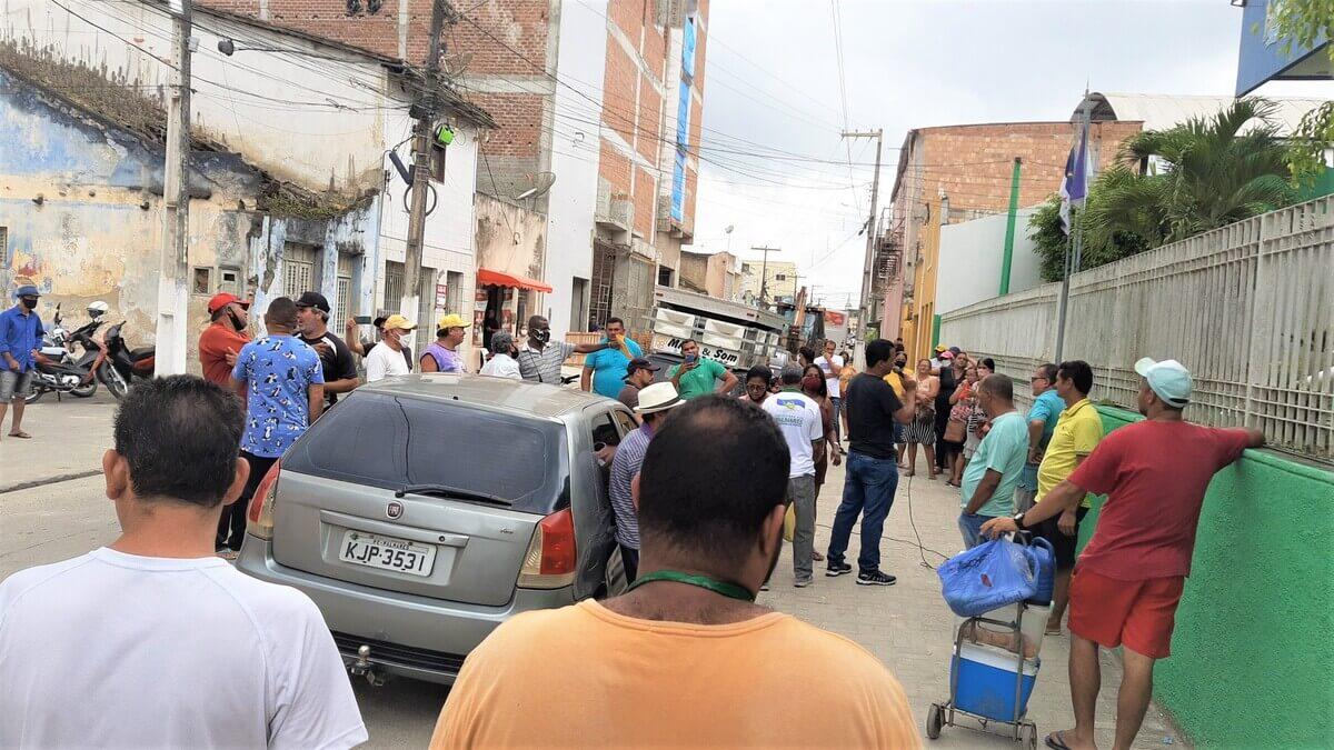 Após notificação, Camelôs protestam em frente a Prefeitura dos Palmares